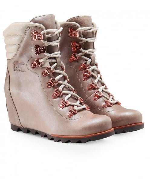 b2b6a9cde25836 Sorel Fawn Leather Conquest Wedge Holiday Boots